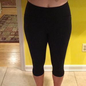 Lululemon black size 10 compression Capri pants